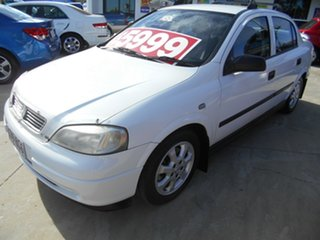 2005 Holden Astra TS MY05 Classic White 5 Speed Manual Sedan.