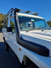 1999 Toyota Landcruiser White 5 Speed Manual TroopCarrier