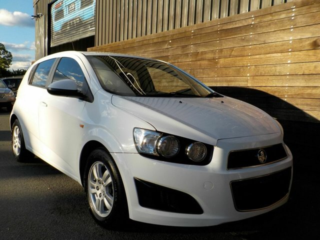 Used Holden Barina TM MY13 CD Labrador, 2012 Holden Barina TM MY13 CD White 6 Speed Automatic Hatchback