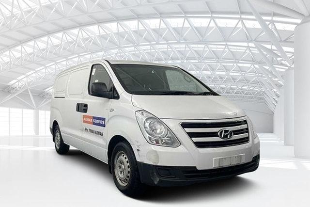 Used Hyundai iLOAD TQ3-V Series II MY17 Moorebank, 2016 Hyundai iLOAD TQ3-V Series II MY17 White 5 Speed Automatic Van