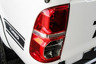2014 Toyota Hilux KUN26R MY14 SR (4x4) Glacier White 5 Speed Automatic Double Cab Chassis