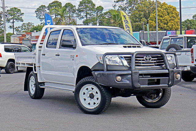 Used Toyota Hilux KUN26R MY14 SR Double Cab Chandler, 2015 Toyota Hilux KUN26R MY14 SR Double Cab White 5 Speed Manual Cab Chassis