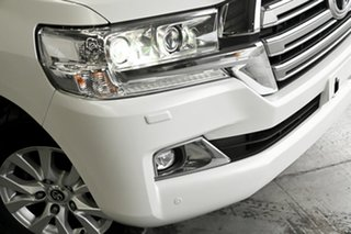 2017 Toyota Landcruiser VDJ200R GX Pearl White 6 Speed Sports Automatic Wagon.