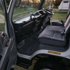 2007 Isuzu NPR N5 200 Medium White Cab Chassis 5.2l 4x2