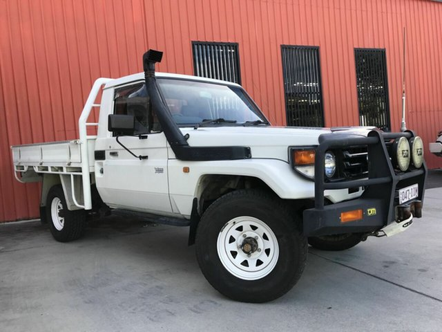 Used Toyota Landcruiser HZJ79R Molendinar, 2004 Toyota Landcruiser HZJ79R White 5 Speed Manual Cab Chassis