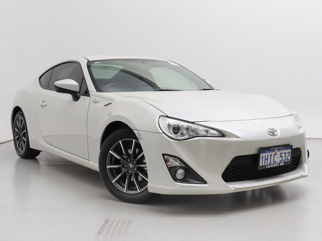 Used Toyota 86 ZN6 MY14 Upgrade GT, 2015 Toyota 86 ZN6 MY14 Upgrade GT White 6 Speed Auto Sequential Coupe