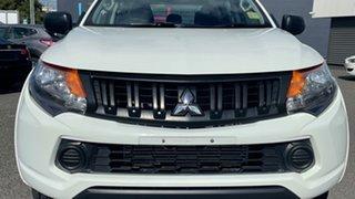 2016 Hyundai Elantra AD MY17 Active White 6 Speed Manual Sedan.
