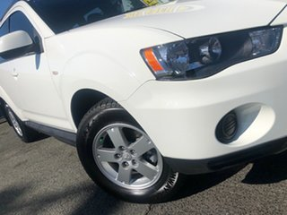 2011 Mitsubishi Outlander ZH MY11 LS 2WD White Solid 5 Speed Manual Wagon.
