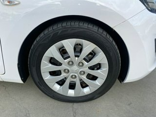 2015 Hyundai i30 GD3 Series II MY16 Active Creamy White 6 Speed Manual Hatchback.