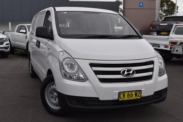 Used Hyundai iLOAD TQ3-V Series II MY17 Tuggerah, 2017 Hyundai iLOAD TQ3-V Series II MY17 White 6 Speed Manual Van