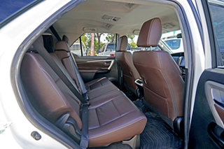 2015 Toyota Fortuner GUN156R Crusade White/oliv 6 Speed Automatic Wagon