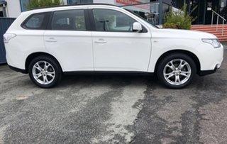 2013 Mitsubishi Outlander ZJ MY14 ES 2WD White 6 Speed Constant Variable Wagon.