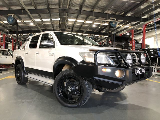 Pre-Owned Toyota Hilux KUN26R MY14 SR5 (4x4) Oakleigh, 2014 Toyota Hilux KUN26R MY14 SR5 (4x4) Glacier White 5 Speed Automatic Dual Cab Pick-up