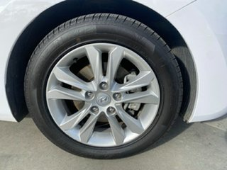 2014 Hyundai i30 GD2 MY14 Trophy Creamy White 6 Speed Sports Automatic Hatchback.