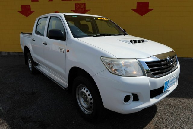 Used Toyota Hilux KUN26R MY14 SR Double Cab Winnellie, 2015 Toyota Hilux KUN26R MY14 SR Double Cab White 5 Speed Manual Cab Chassis
