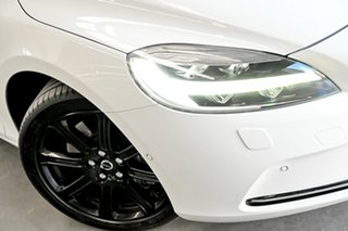 2016 Volvo V40 M Series MY16 T4 Adap Geartronic Luxury White 6 Speed Sports Automatic Hatchback.