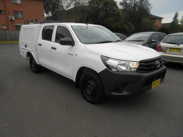 Used Toyota Hilux TGN121R Workmate Bankstown, 2017 Toyota Hilux TGN121R Workmate White 6 Speed Automatic Dual Cab Utility