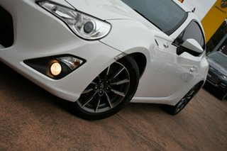 2014 Toyota 86 ZN6 MY14 GT White 6 Speed Auto Sequential Coupe.