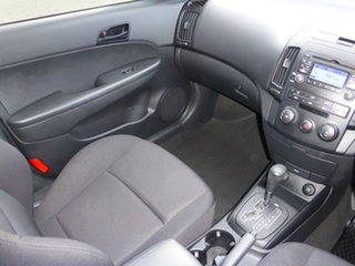 2010 Hyundai i30 FD MY10 SX 1.6 CRDi White 4 Speed Automatic Hatchback.