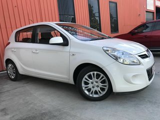 2012 Hyundai i20 PB MY12 Active White 5 Speed Manual Hatchback.