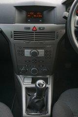 2005 Holden Astra AH MY05 CD Gold 5 Speed Manual Hatchback