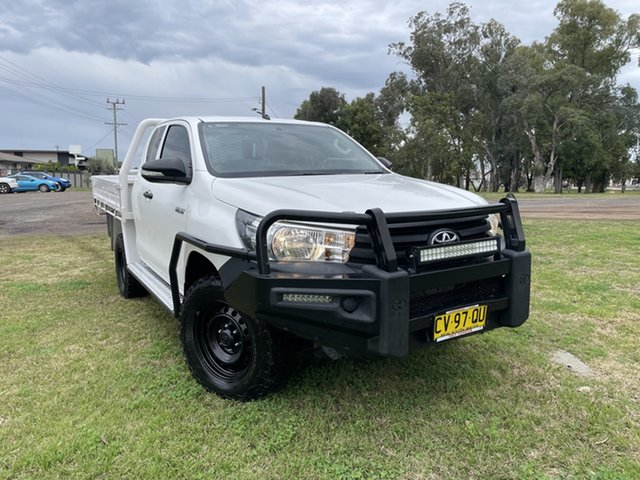 Used Toyota Hilux GUN125R Workmate Extra Cab Moree, 2015 Toyota Hilux GUN125R Workmate Extra Cab White 6 Speed Manual Cab Chassis