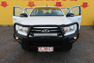 2015 Toyota Hilux White 6 Speed Manual Dual Cab.