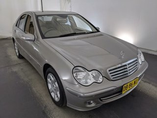 2005 Mercedes-Benz C-Class W203 MY2005 C200 Kompressor Classic Silver 5 Speed Sports Automatic Sedan.