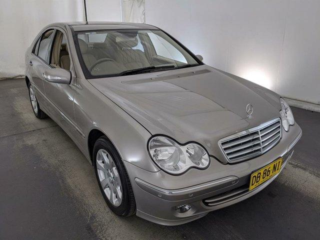 Used Mercedes-Benz C-Class W203 MY2005 C200 Kompressor Classic Maryville, 2005 Mercedes-Benz C-Class W203 MY2005 C200 Kompressor Classic Silver 5 Speed Sports Automatic Sedan