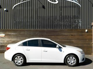 2011 Holden Cruze JH Series II MY11 CD White 5 Speed Manual Sedan.