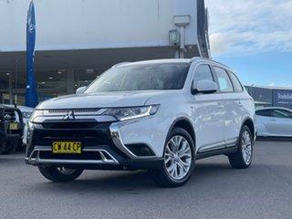 2019 Mitsubishi Outlander ES White Constant Variable Wagon.