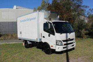 2014 Hino 300 SERIES 616 White Truck 4.0l.