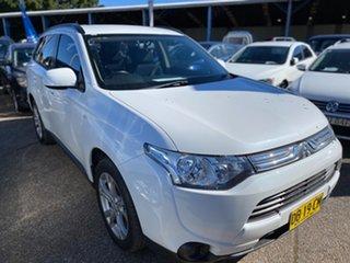 2013 Mitsubishi Outlander ZJ MY14 ES 2WD White Pearl 5 Speed Manual Wagon.