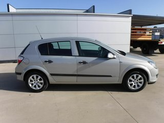 2006 Holden Astra AH MY06 CD Silver 4 Speed Automatic Hatchback.