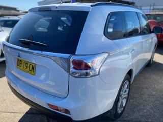 2013 Mitsubishi Outlander ZJ MY14 ES 2WD White Pearl 5 Speed Manual Wagon