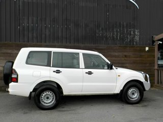 2002 Mitsubishi Pajero NM MY2002 GLX White 5 Speed Manual Wagon.