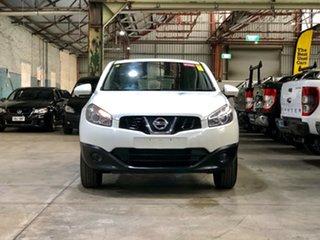 2011 Nissan Dualis J10 Series II MY2010 ST Hatch Whwite/cloth 6 Speed Manual Hatchback.