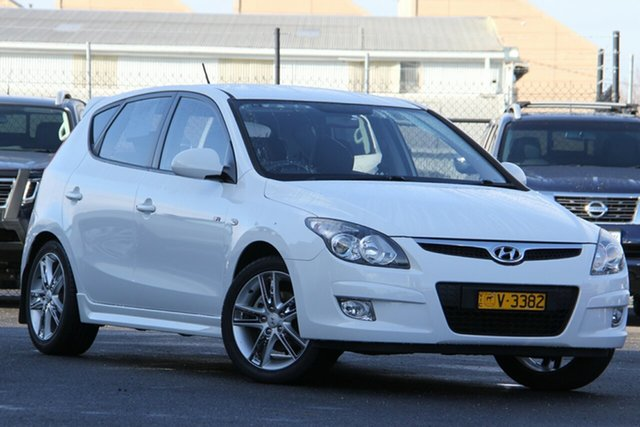 Used Hyundai i30 FD MY11 SR Essendon Fields, 2011 Hyundai i30 FD MY11 SR White 5 Speed Manual Hatchback