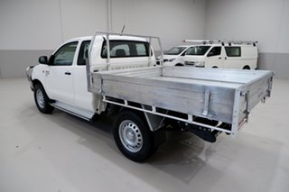 2015 Toyota Hilux KUN26R MY14 SR Xtra Cab White 5 Speed Manual Cab Chassis