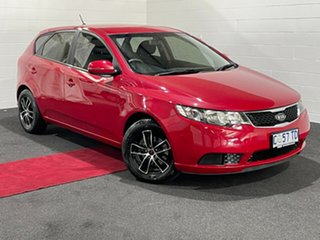 2012 Kia Cerato TD MY12 SI Red 6 Speed Manual Hatchback.
