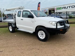 2010 Toyota Hilux KUN26R MY10 SR Xtra Cab White 5 Speed Manual Cab Chassis.