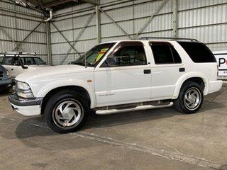 2000 Chevrolet Blazer S10 LT (4x4) White 4 Speed Automatic Wagon.