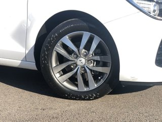 2017 Hyundai i30 PD MY18 Active White 6 Speed Sports Automatic Hatchback