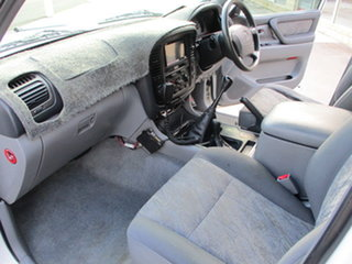 2000 Toyota Landcruiser HDJ100R GL (4x4) White 5 Speed Manual Wagon