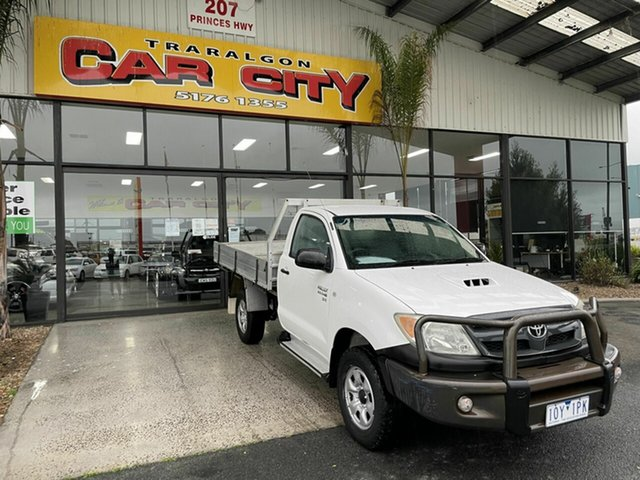 Used Toyota Hilux SR (4x4) Traralgon, 2006 Toyota Hilux KUN26R 06 UPGRA SR (4x4) White 4 Speed Automatic Cab Chassis