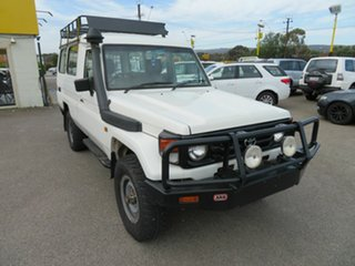 2000 Toyota Landcruiser HZJ78R (4x4) 3 Seat White 5 Speed Manual 4x4 Troop Carrier.