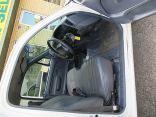 2000 Toyota Hilux White 5 Speed Manual Utility