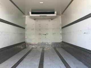 2017 Isuzu NNR White Refrigerated 3.0l