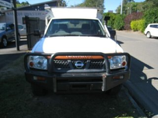 2001 Nissan Navara D22 DX (4x4) White 5 Speed Manual 4x4 Cab Chassis.