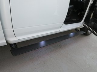 2018 Ram 1500 Laramie Crew Cab SWB White 8 Speed Automatic Utility